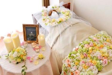 施設での看取り>故人を花で飾って送るお別れプラン「フラワーベッド ...